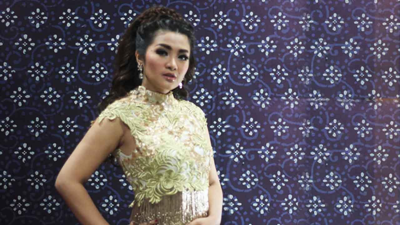 Fitri Carlina Ramaikan Ultah Indosiar