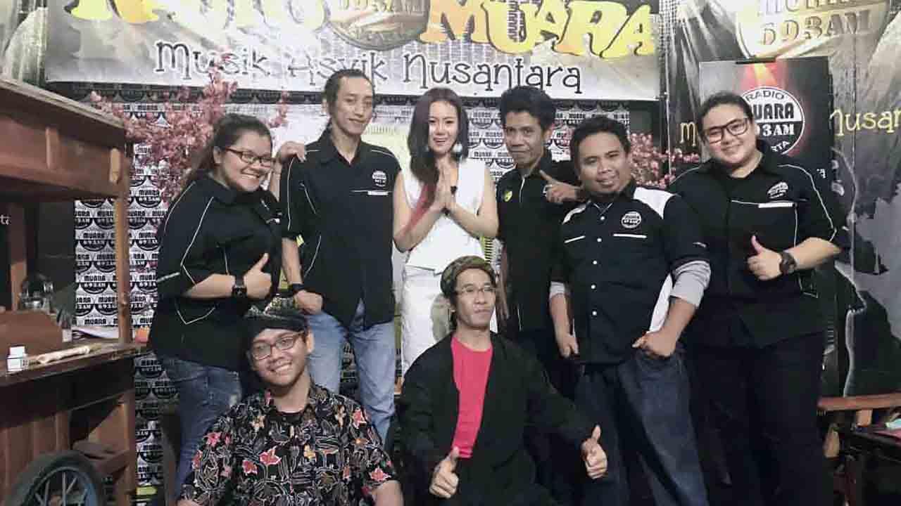 Neng Oshin Live di Radio Muara Jakarta
