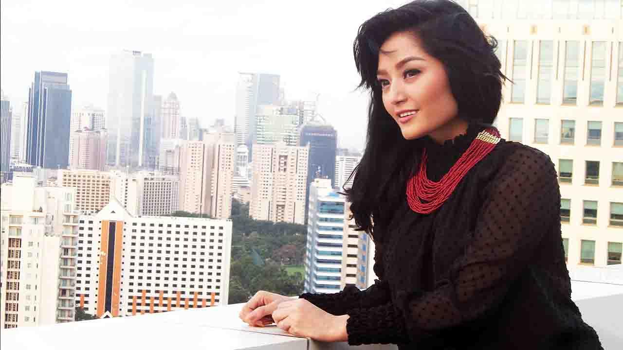 Siti Badriah Ogah Pakai Sepatu Ber-hak Tinggi