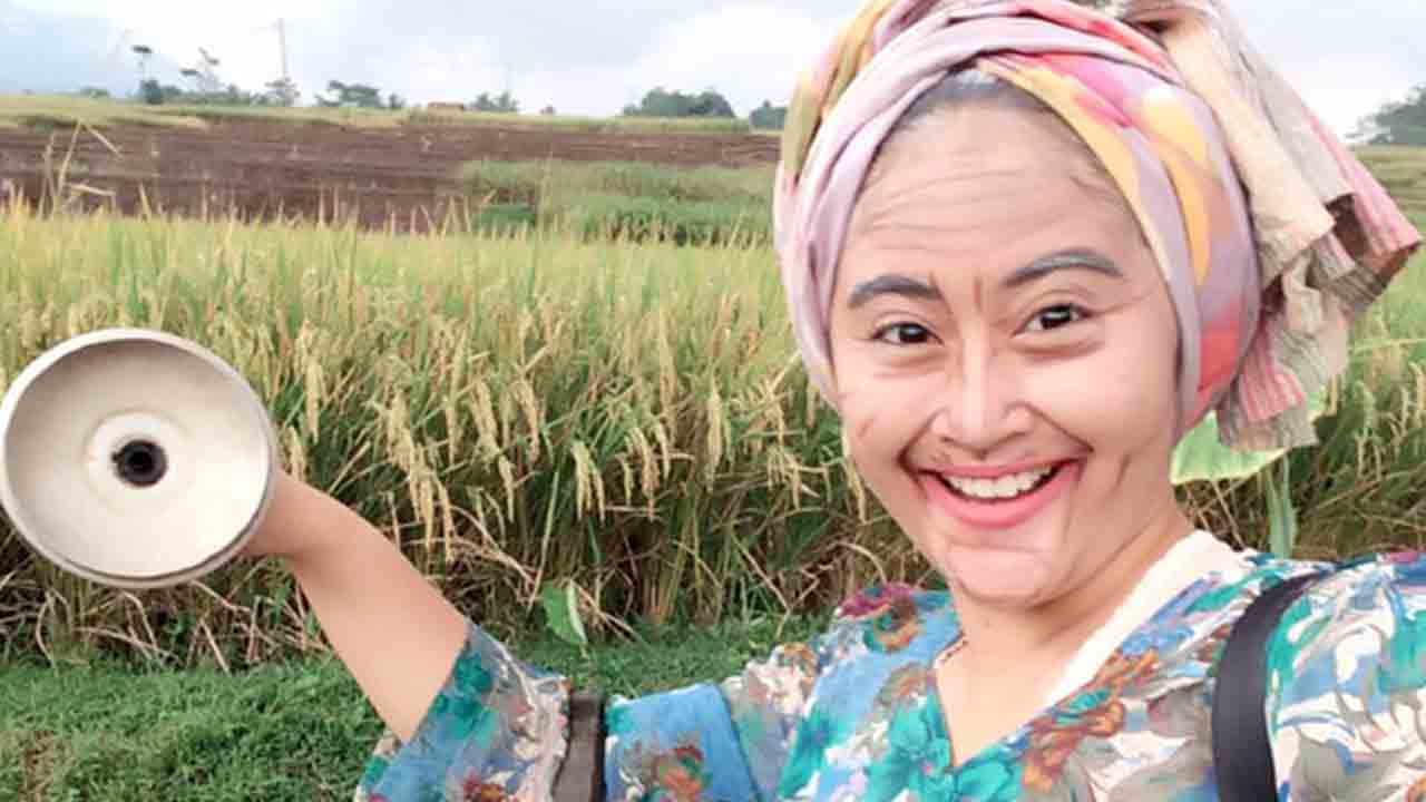 Ayu Wess Ikut Lomba Foto Make Up Jadi Tua