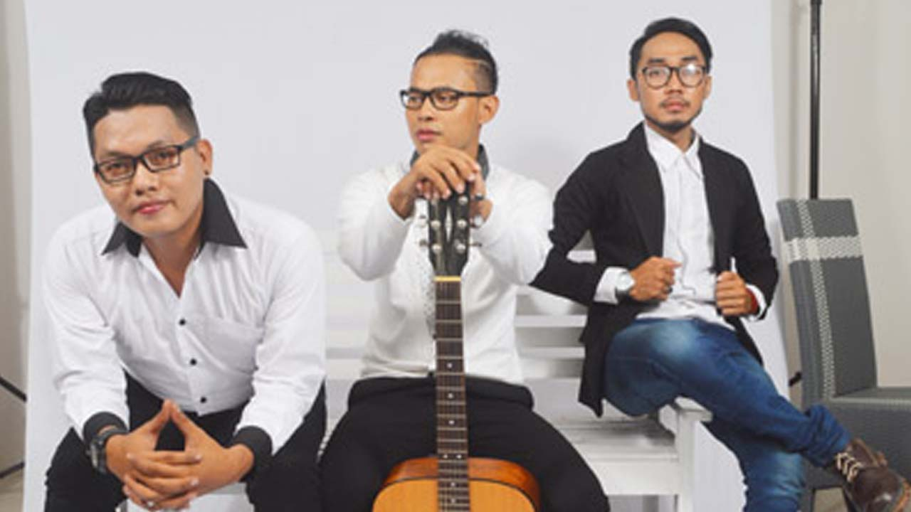 Single DeRama Band Banyak Direquest Radio