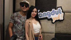 Ucie Sucita & Hengky Kurniawan Single Kalau Bulan Bisa Ngomong Bisa Buat Dance