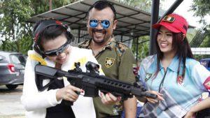 Fitri Carlina Diajar Nembak Oleh Neng Oshin & Eddy Law