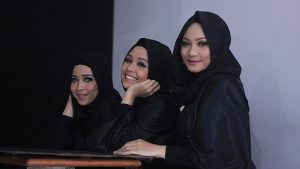 Hijabers Bermusik Menurut Mpok Dewi Ziana