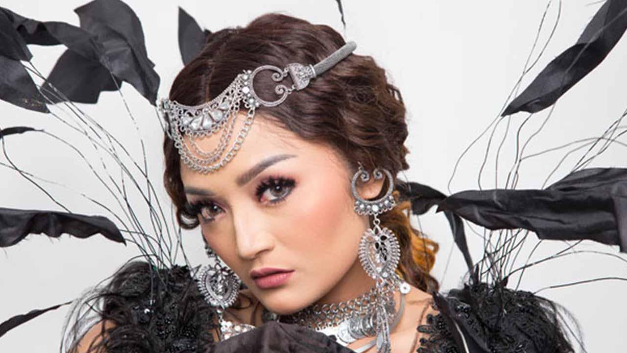 Siti Badriah Sinetron dan Nyanyi Jalan Beriringan