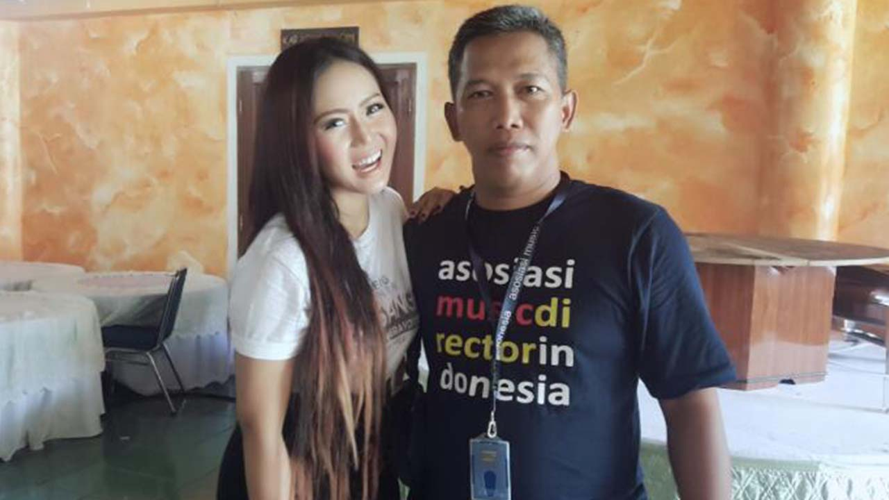 Neng Oshin Hadir di Acara National Radio Day