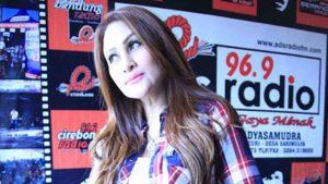 Connie Nurlita Visit Radio Kerawang – Purwakarta