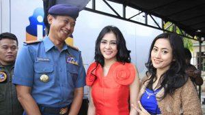Devay Duo Anggrek dan Intan Sari Iyem Joget Bersama TNI AL