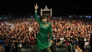 Ratu Idola Ramaikan Konser Pestaria Maraton Bengkulu