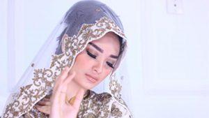 Zaskia Gotik & Siti Badriah Duet Single Religi