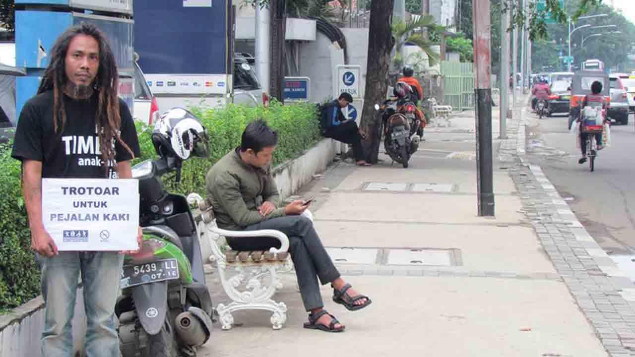 Hot Tea Tukang Ojek Harus Tahu Fungsi Trotoar