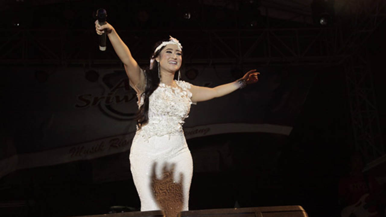 Ulva Melia Goyang dengan Single Gagal Modus