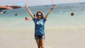 Yuni R Libur Lebaran Keliling Pantai