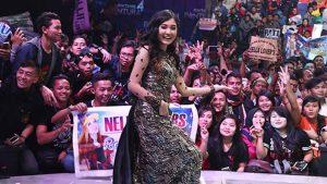 Pesona Nella Kharisma Sapa Fans di Bintang Pantura Indosiar