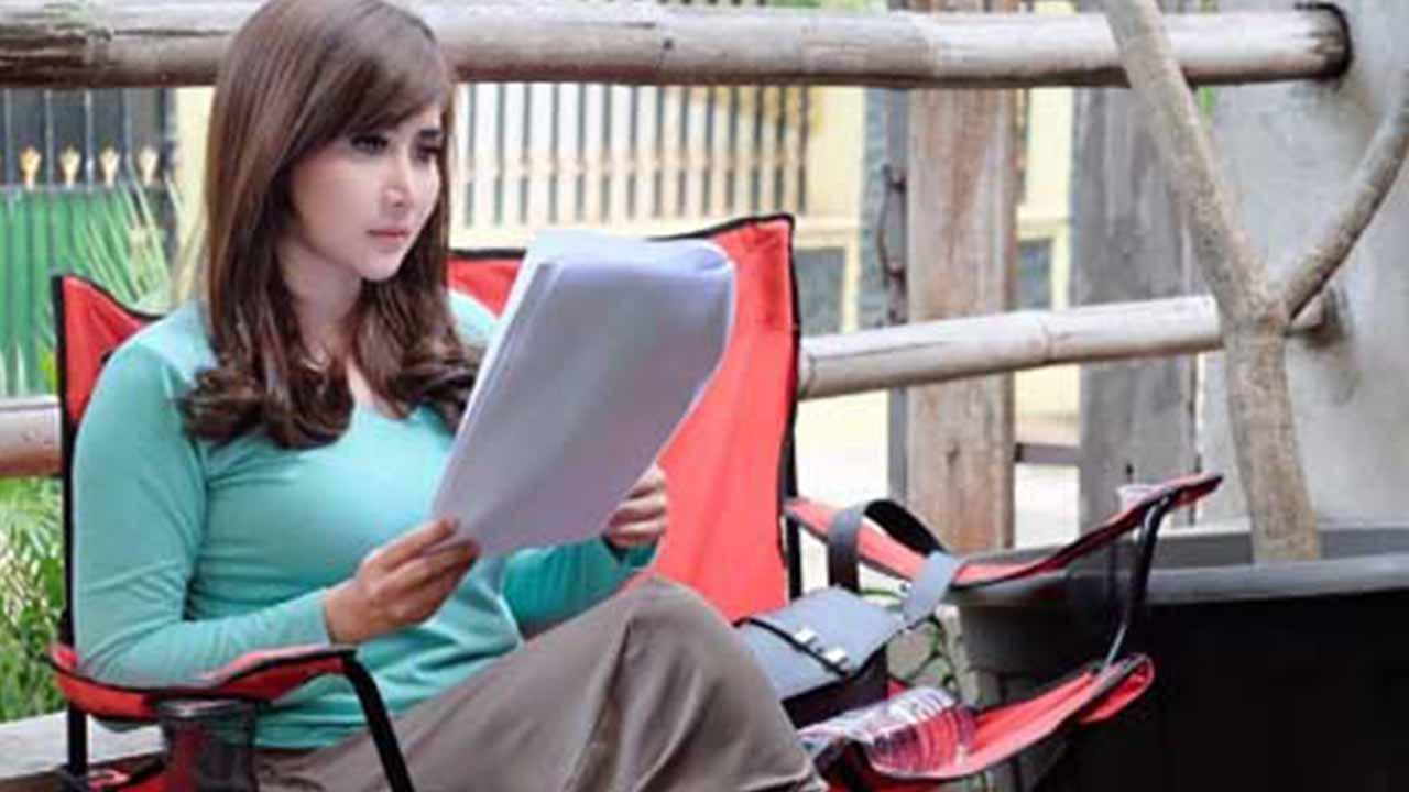 Ratu Idola Abis Show Langsung ke Lokasi Syuting