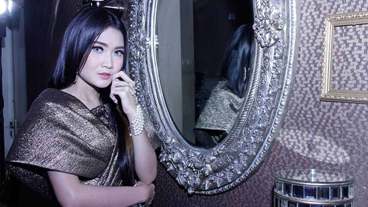 Tips Cantik Tanpa Make Up Ala Nella Kharisma