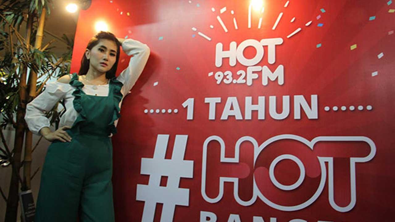 Ratu Idola Meriahkan HUT Pertama HOT FM