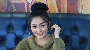 Siti Badriah Bahasa Kekinian Jadi Syantik