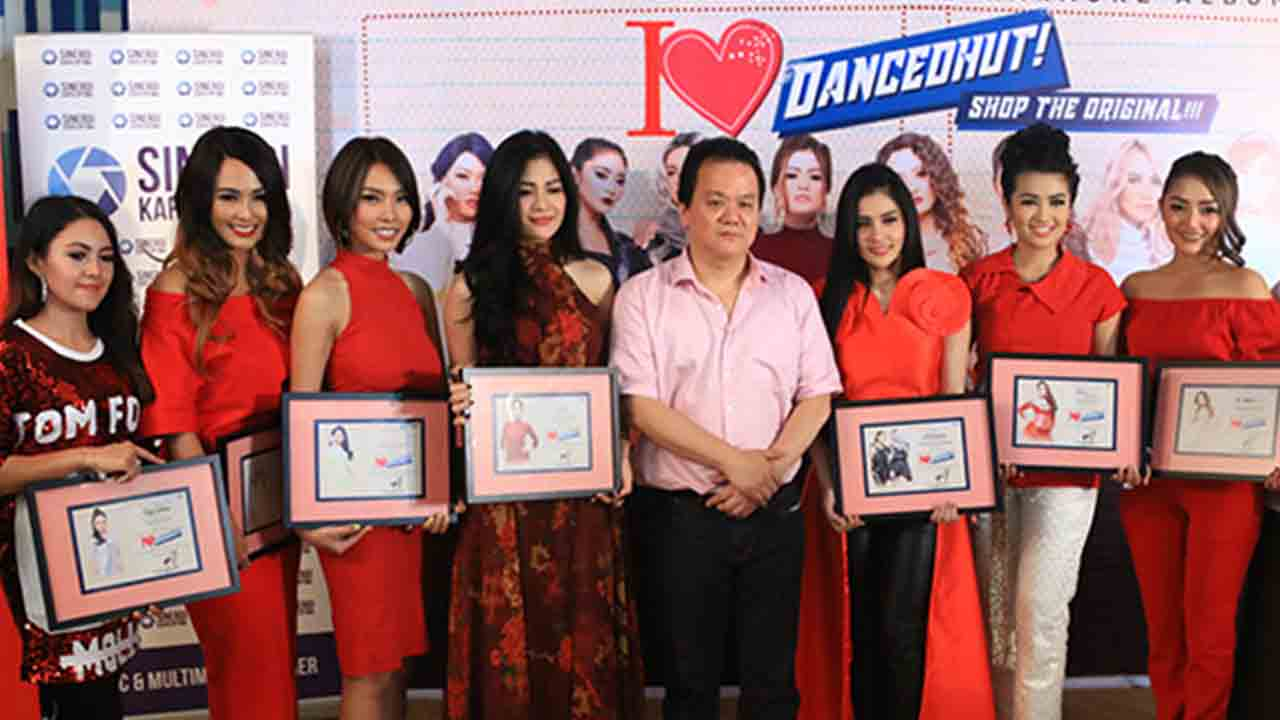 Siti Badriah & Fitri Carlina di Album I Love Dancedhut