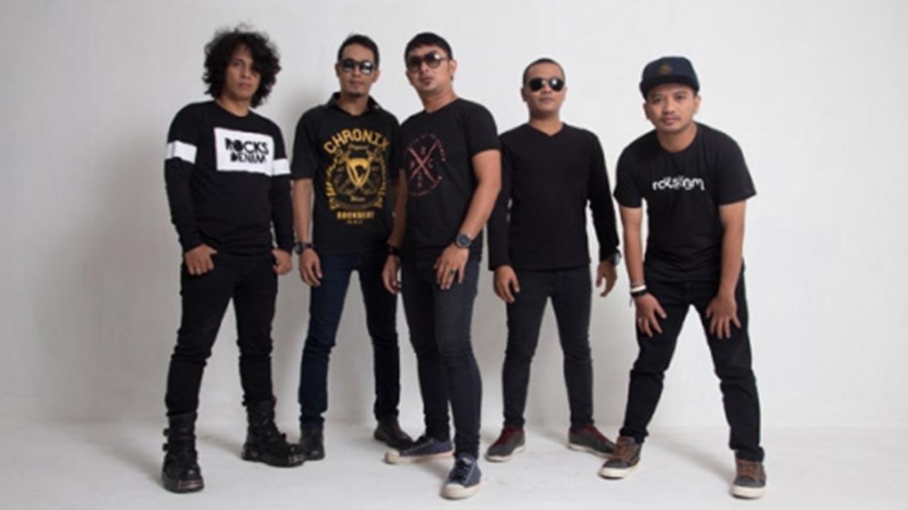 Bintang Band Feat Rendy Zigas Terlahir Kembali