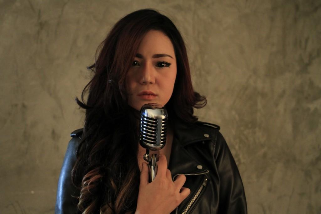 Nama Neng Oshin dijadikan Tempat Karaoke