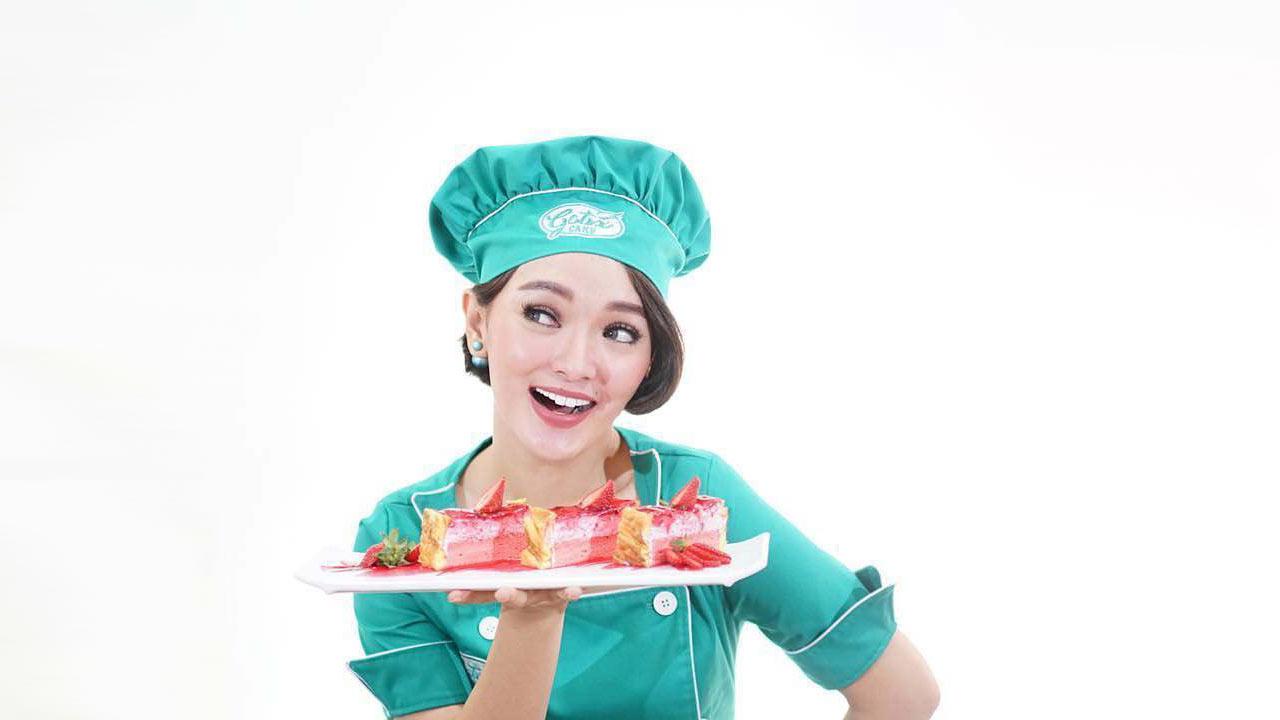 Zaskia Gotik Buka Cabang Gotix Cake di Purwakarta