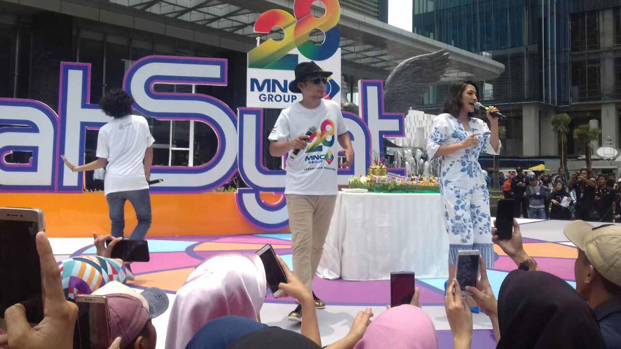 Peringati HUT MNC ke 28 Siti Badriah Kasih Terong di Cabein