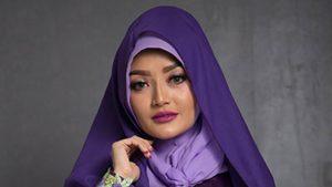 Siti Badriah Bawa Oleh-oleh Asli dari Arab