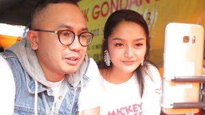 Siti Badriah Santap Ayam Goreng Live di Yogrt