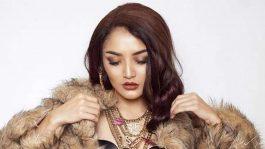 Siti Badriah Pertama Beda Format Musik