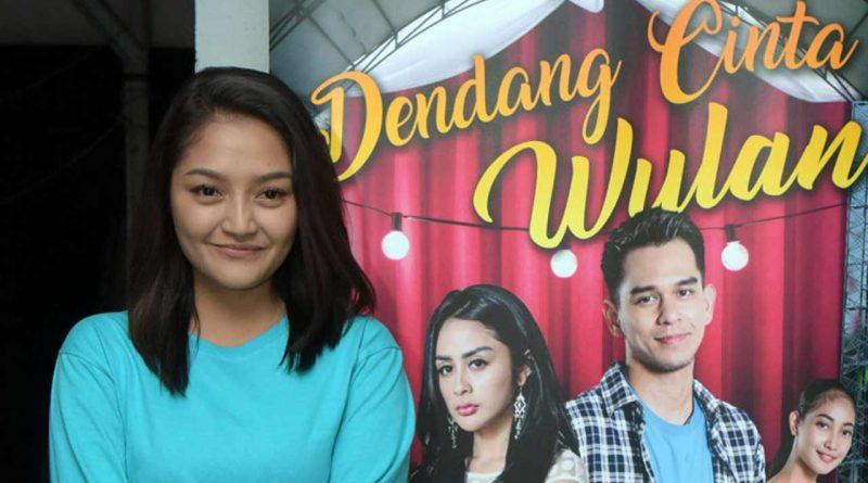 Siti Badriah Syuting dan Nyanyi