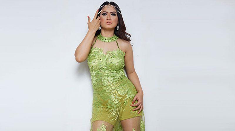 Velline Ratu Begal Coba Lagu Milik Rita Sugiarto