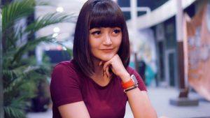 Siti Badriah Kini Pilih Model Rambut Poni