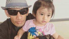 Dadang Nekad Curahkan Kasih Sayang Untuk Putri Tercintanya