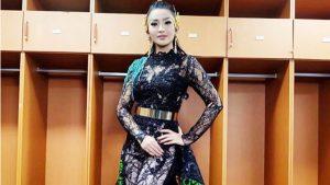 Fitri Carlina Pakai Batik Sampai Korea