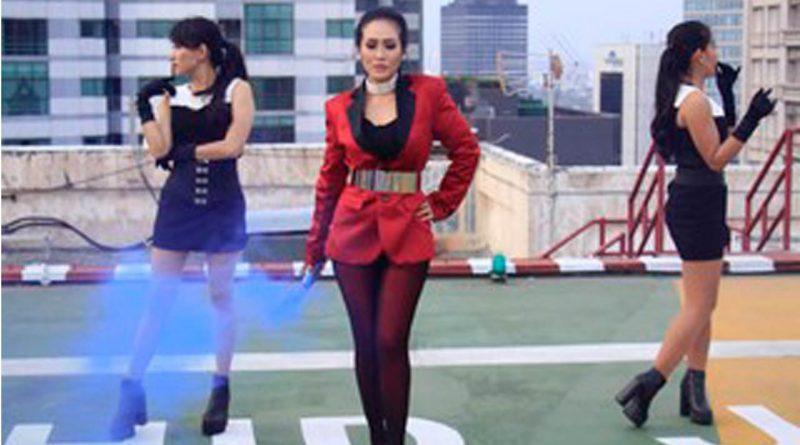Ratu Meta Syuting Video Klip Sakitnya Luar Dalam