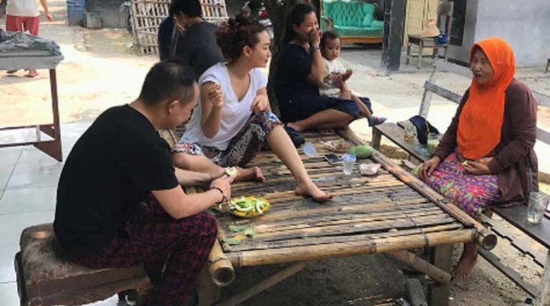 Zaskia Gotik Lain di Panggung Lain di Kampung