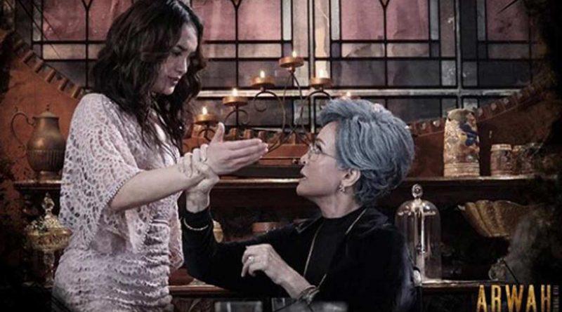 Zaskia Gotik, Nyanyi Terus ke Dunia Akting