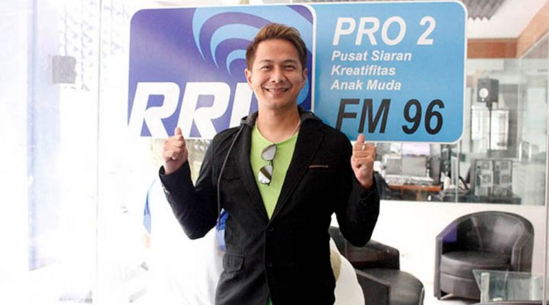 Delon Disanjung Penyiar Radio