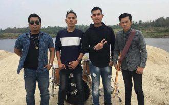 Merpati Band, Jatuh Bangun Selama 16 Tahun