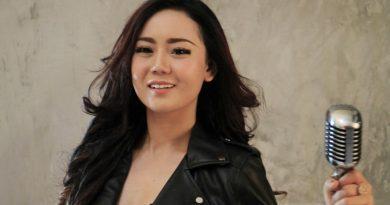 Neng Oshin Jaga Citra Selama Jadi Brand Ambassador Rumah Karaoke