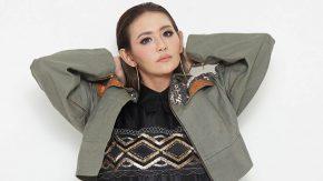 """Pertama Jadi Co-host """"Hotman Paris Show"""", Ully Moch kaget Lihat Bintang Tamu Adu Mulut"""
