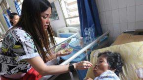 Gladys 2TikTok Jenguk Lansia Kesepian di Panti Jompo