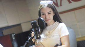 Jalan Berliku Puteri Juby Menyanyikan Lagu Natal