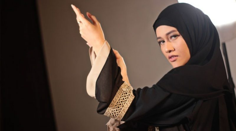 Bella Menangis, Rencana Umroh ke Mekah Batal