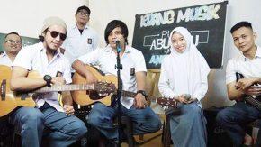 Seru, Kolaborasi Band Angkasa dengan Putih Abu-Abu
