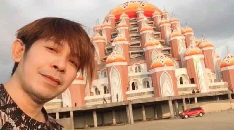 Pulang Kampung, Alex Allxtri Kunjungi Masjid 99 Kubah di Makassar