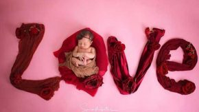 Zaskia Gotik Kata Cinta Berbahasa Inggris untuk Pose Putrinya