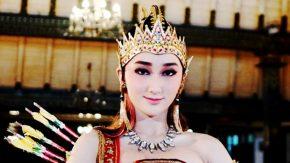 Cantiknya Sandrina dalam Balutan Kostum Tari Jawa Tradisional Modifikasi