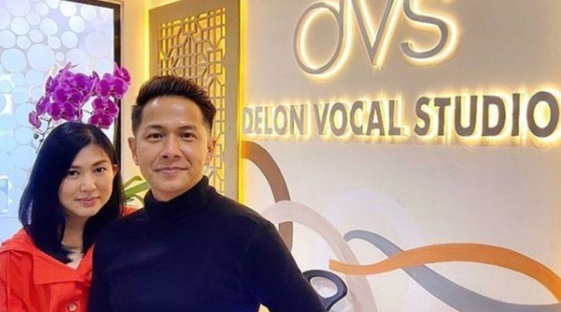 Dari Guru Vokal Rizky Billar, Kini Delon Resmi Buka Sekolah Vokal